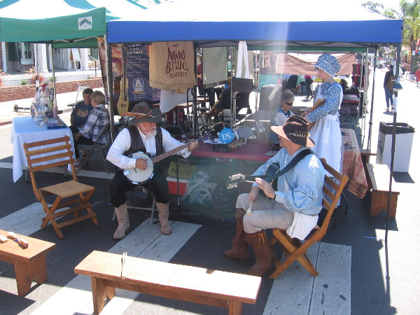 Frontier musicians play banjo, guitar and washboard.