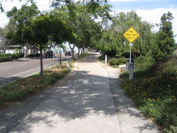 As I approached the northern end of Solana Beach, I saw a sign that reads RAIL TRAIL ENDS 500 FT. (At this time the trail doesn't continue into Cardiff-by-the-Sea.)