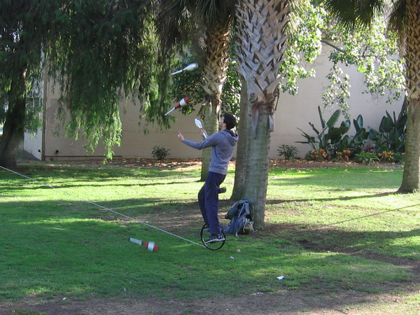 Juggling on a unicycle on a slackline! Wow!
