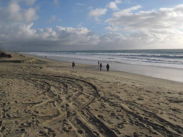 A beautiful photo of Carlsbad State Beach near Carlsbad Village.