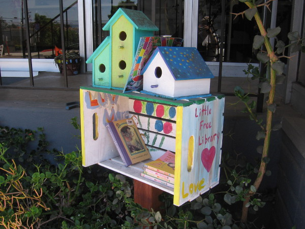 This might be the coolest little free library I've come across!