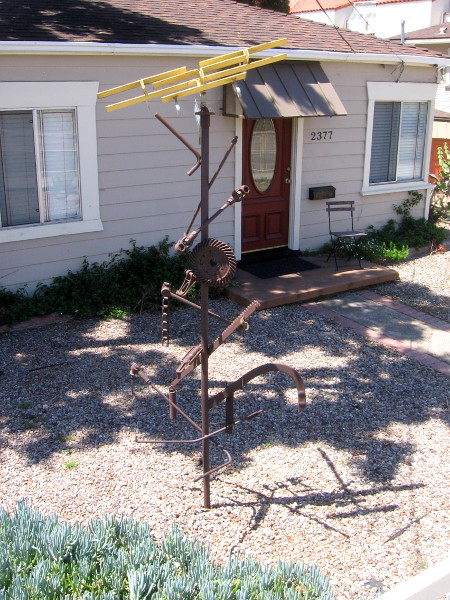 Now I've entered Old Town. Check out this cool sculpture in someone's front yard!