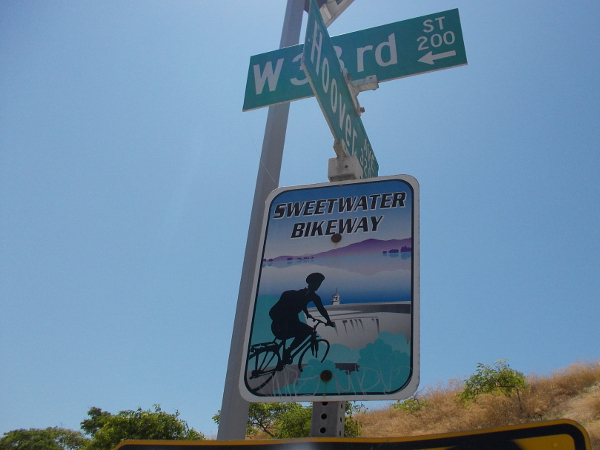 I walked onto the Sweetwater Bikeway from the trailhead at Hoover Avenue and W. 33rd Street in National City.