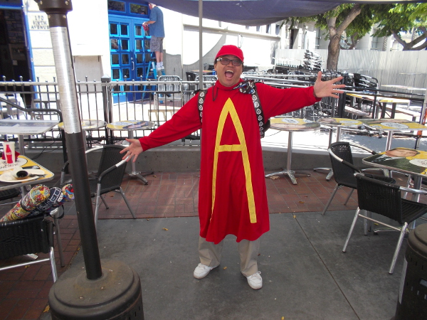 It's a great Alvin cosplay! Alvin  . . . Alvin . . . Aaaaalvin!!!
