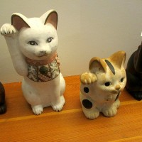 Mingei's lucky Japanese cats visit Friendship Garden.